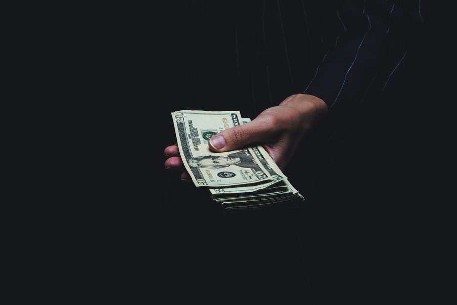 دلیل عدم پرداخت سود نقدی سهام در برخی شرکتهای بورسی چیست ؟