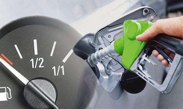 تصویر یک نازل بنزین در حال پر کردن عقربه