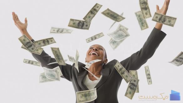 تصویر خانمی که اسکناس دلار پرتاب کرده و سرمایه گذازی برای مبتدی